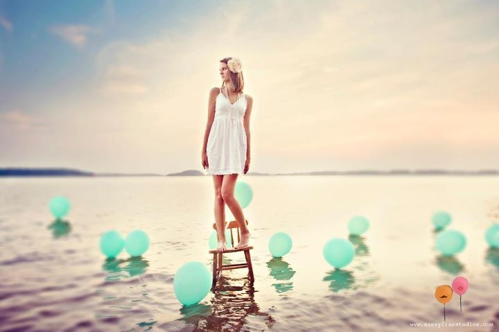 Senior Portrait Prop Inspiration - Live near a beach? What a cool idea!