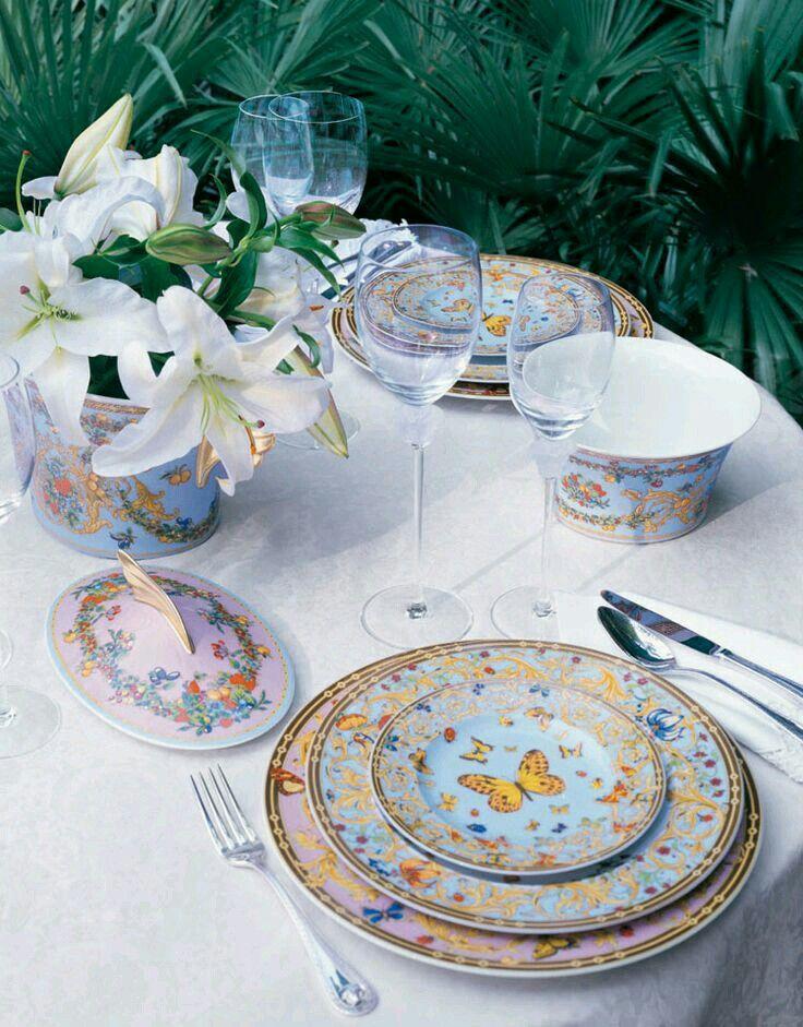 """Apparecchiare la tavola. . Con preziose porcellane Rosenthal. . Decorate da Versace. .. Questo  romantico servizio tavola """"primavera"""" è ideale per chi ama un glamour intramontabile. . Shopping online www.tiffanystore.eu. ."""