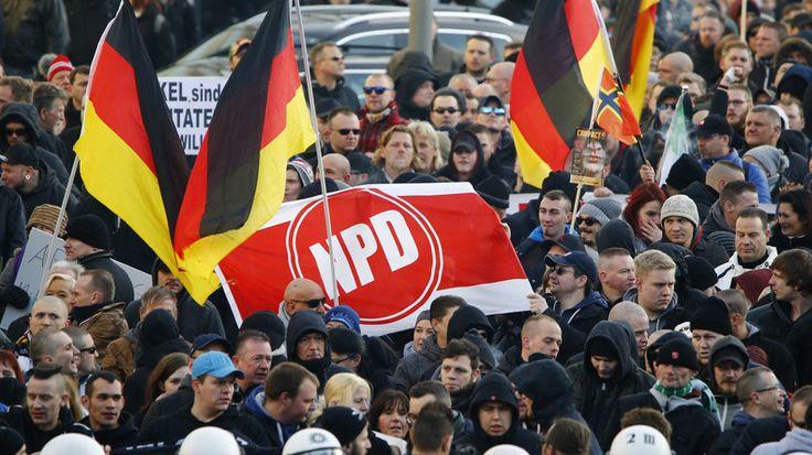 La Cour constitutionnelle allemande a annoncé le rejet de la demande d'interdiction du parti national NPD (parti national-démocrate), dans un contexte d'essor de la droite anti-immigration.
