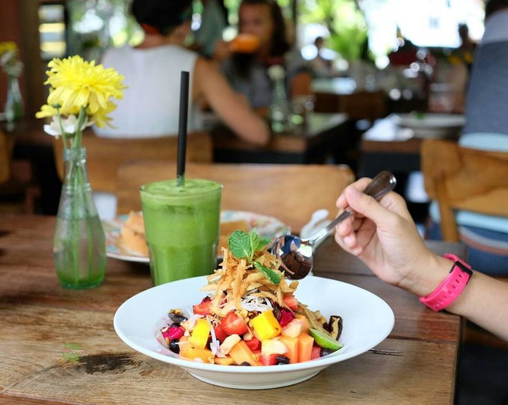#Bali #breakfastideas @MilkAndMadu #Food: The Orchard Bowl with Troppical Fruits #Delicious: 4/5 #Foodcious: berries toasted nuts & sweet dates brings a light refreshing breakfast and its stuffed with papaya watermelon shredded apple apple pitaya strawberry blueberries pineapple mango and shredded coconut. Rp 50k #musttry
