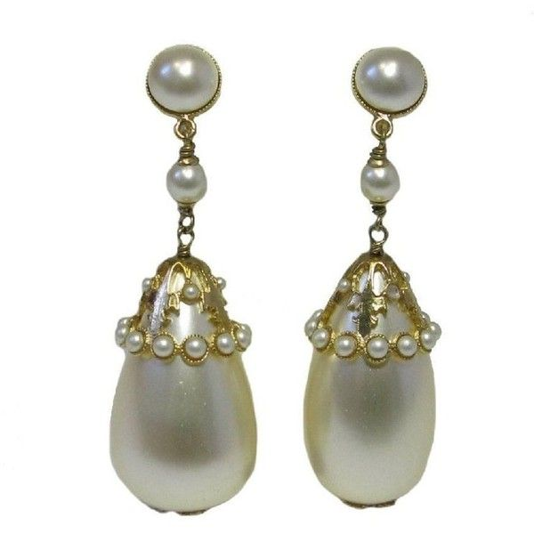 Preowned Chanel Pendant Clip-on Earrings In Gilt Metal And Pearls ($1,068) ❤ liked on Polyvore featuring jewelry, earrings, multiple, pendant jewelry, pearl jewelry, ribbon earrings, clip on earrings and pendant earrings