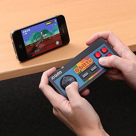 推荐给送同学;无线IOS游戏手柄,ICADE新出的这款仿8位机手柄,适用于任何带蓝牙的苹果和安卓手机,拥有8个实体按键,通过wifi连接iphone即可玩上百款游戏,带你重温经典,男生快来看看