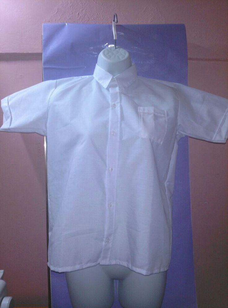 Camisas escolares Blancas, Azul, Beige. Bs. 6000. Pregunta por precios al mayor a partir de 4 piezas