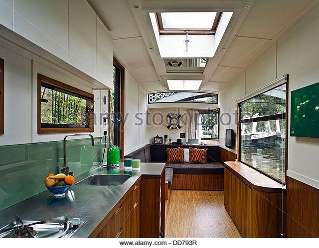 narrowboat-london-united-kingdom-architect-pete-young-2013-interior-dd793r.jpg (640×499)