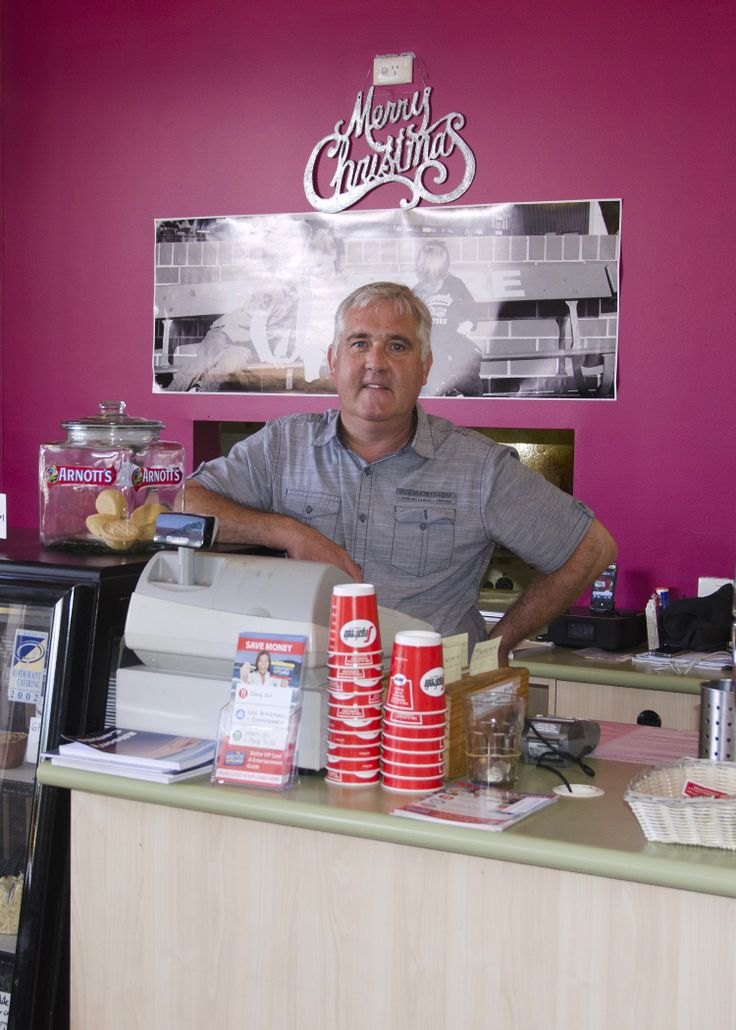 Papa's Cafe, Salamander Bay. Meet Tom, owner of Papa's, a much loved cafe where you can experience great service and enjoy great food! #portstephens #papascafe