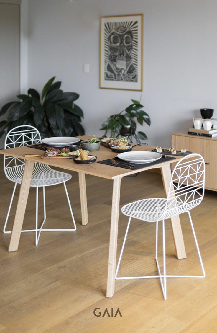 GAIA Design - Mesa Hábito Silla Guerrero #Diseño #Comedor #Color #madera#furniture #muebles #GAIADesign #mesadecomedor #sillas #chair #lightingdesign #eating #disfrutar #comer #geometry
