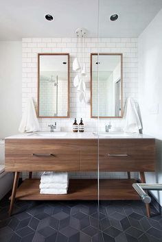 Midcentury modern bathroom /