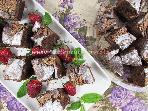 Prajitura cu cacao este o #prajitura delicioasa, pufoasa, imbibata cu o crema de cacao fina si aromata. Se prepara usor si rapid.