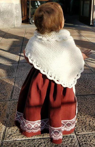 Patron toquilla de caserita a dos agujas y puntilla a crochet ... 7595eea5fda