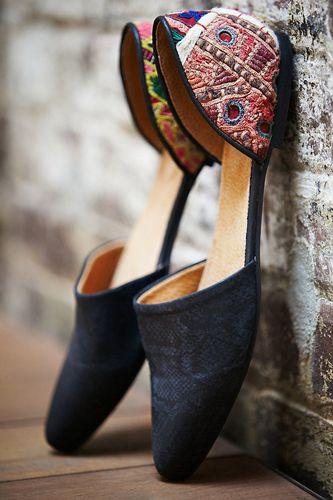 sepatu etnic