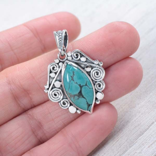 Srebrny wisiorek z turkusem - Wisiory - Biżuteria w ArsNeo