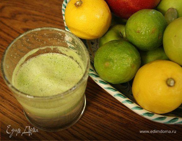 Сок из винограда и сельдерея. Ингредиенты: виноград белый, сельдерей стебли