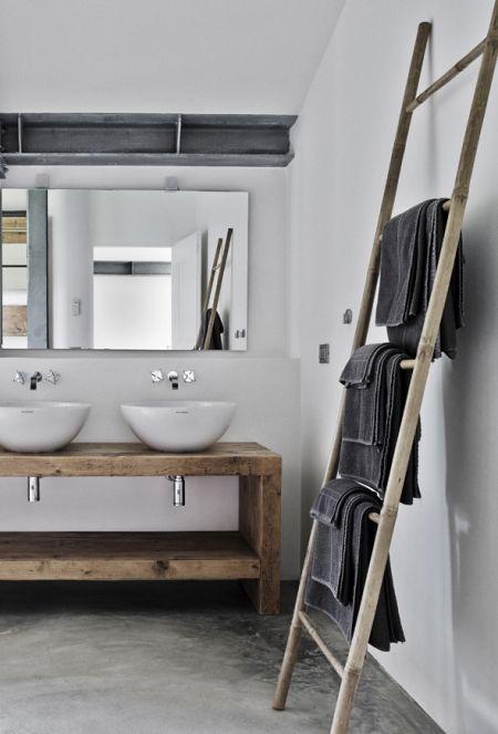 Salle de bain sol en béton ciré  http://www.homelisty.com/beton-cire-salle-de-bain/