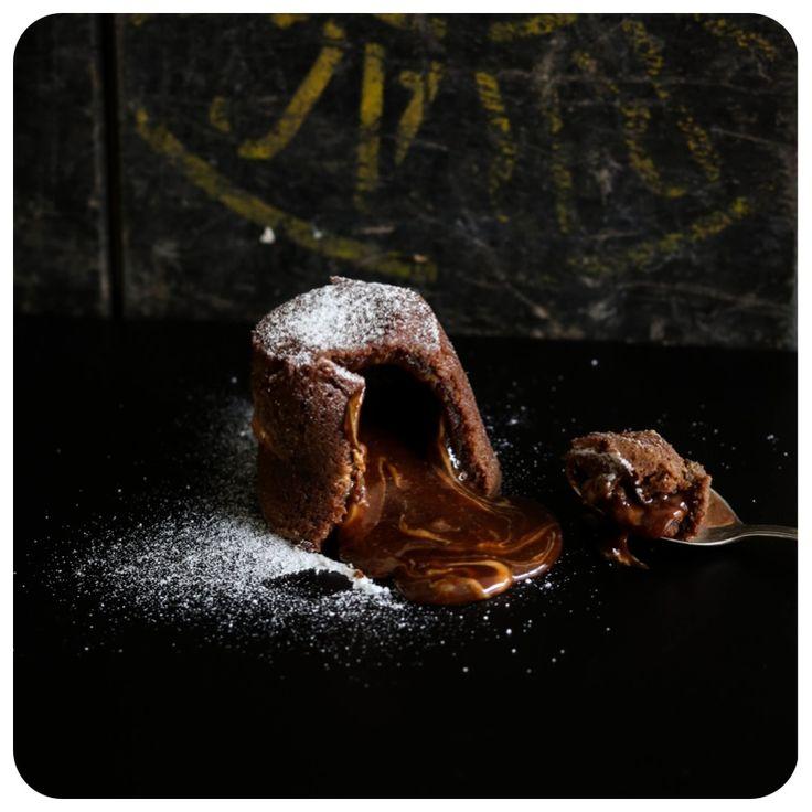 Petit Gateau de chocolate com manteiga de amendoim sem glúten/lactose | Vídeos e Receitas de Sobremesas