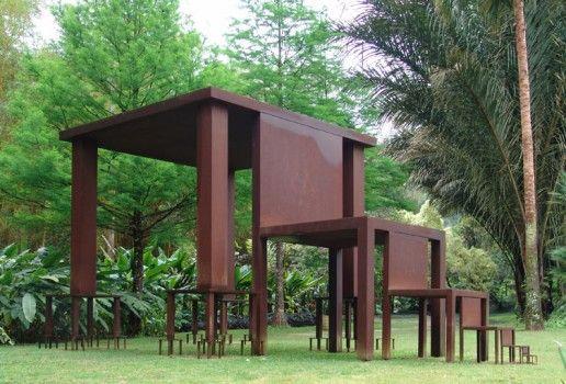 Cildo Meireles, Inmensa, aço, 400 x 810  x 445 cm, 1982 - 2002. Foto: Tibério França