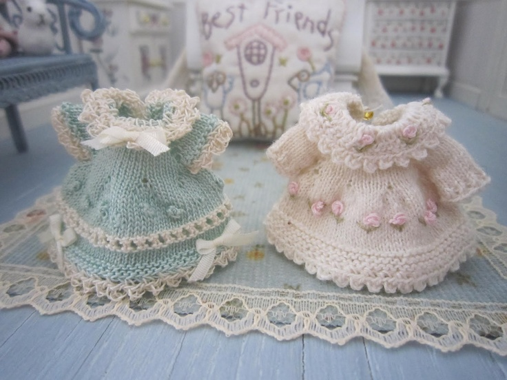 126 Best Knitting In Miniature Images On Pinterest Knitted Dolls
