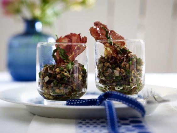 Unser beliebtes Rezept für Pilztatar im Glas mit Parmaschinkenchip und mehr als 55.000 weitere kostenlose Rezepte auf LECKER.de.