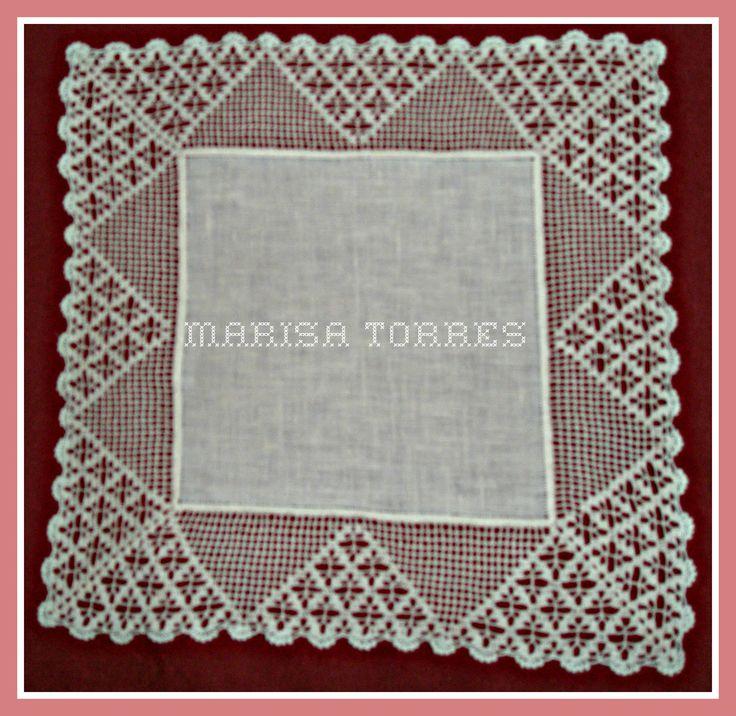 Estos pañuelos están hechos con tela de lino. El encaje de crochet lo he crochetado con hilo de bobina muy fino,especial para hac...