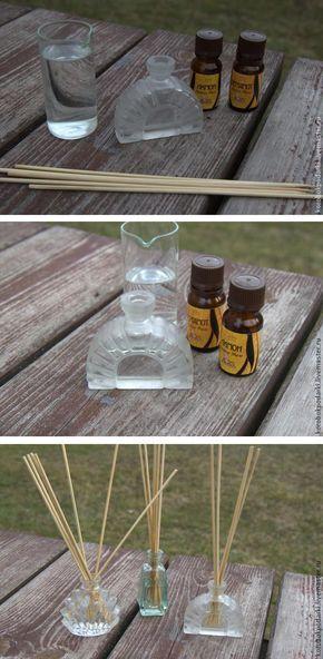 Как сделать ароматизатор для дома.  Нам понадобится:  - деревянные палочки-шпажки для гриля и шашлыков; - ароматическое масло; - флакон; - вода.  1. Наливаем в пузырек воду и капаем масло: примерно 10-15 капель. 2. 5-6 штук палочек опускаем в пузырек, ждем 1-2 часа и наслаждаемся ароматом! Деревянные палочки пропитываются ароматизированной водой и распространяют легкий приятный запах.   Подробно: http://www.livemaster.ru/topic/698075