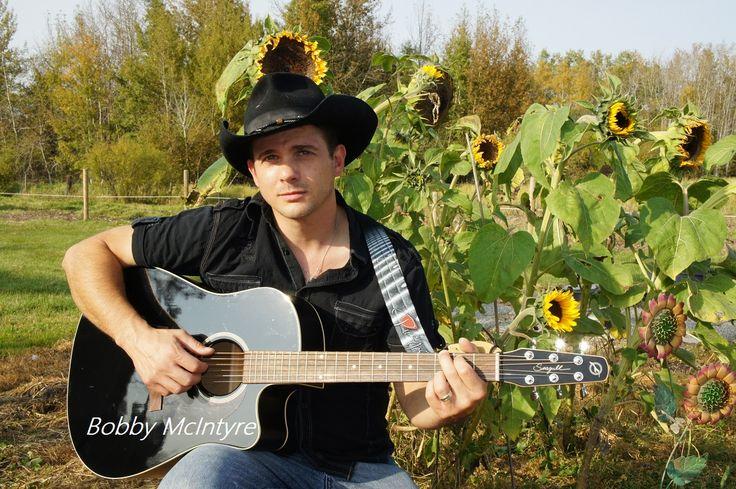 #Singer Bobby McIntyre Born in Ventura
