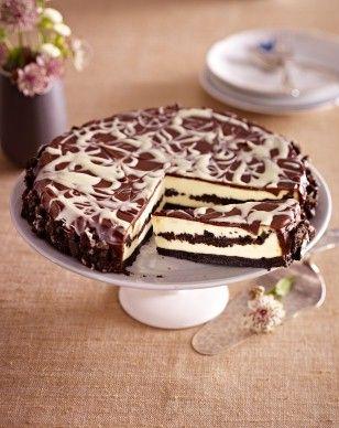 Schokokeks-Käsekuchen Rezept: Stücke,Butter,Cremefüllung,Magerquark,Schmand,Bio-Zitrone,&quotVanille-Geschmack&quot,Vanillin-Zucker,Zucker,Zartbitter-Schokolade,Schlagsahne,Schokolade,Form,Zahnstocher