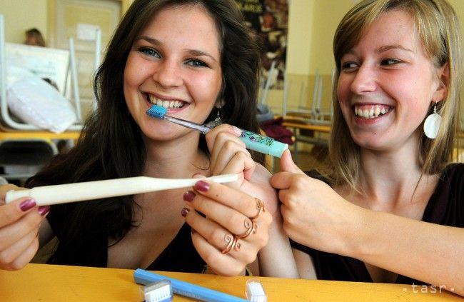 Väčšina ľudí si nečistí zuby správne. Dôležitá je technika, nie čas - Zdravie - Webmagazin.Teraz.sk