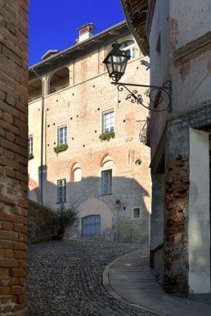 Saluzzo è una città collinare di impianto medievale, fatta di salite e discese...