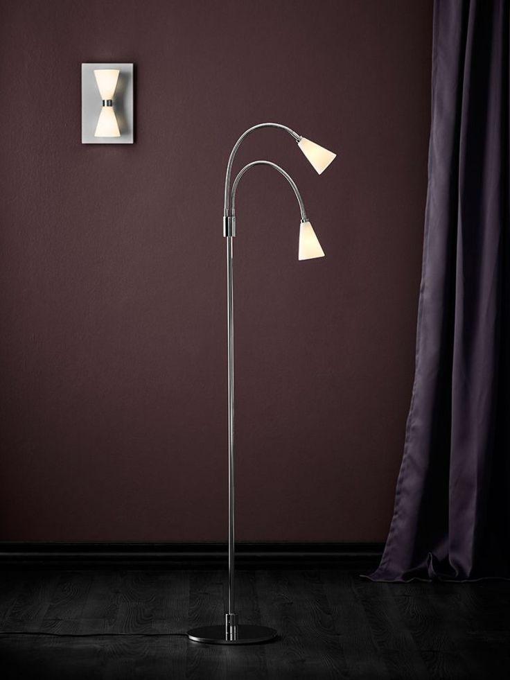 Razz Harlekin Duo er en klassisk og tidløs lampe til veggen. Den er ideel til en entré eller smal gang da designen gir lys både opp og ned, noe som er med på å gi en større romfølelse. Produsert i metall og har to opalhvite glass-skjermer.