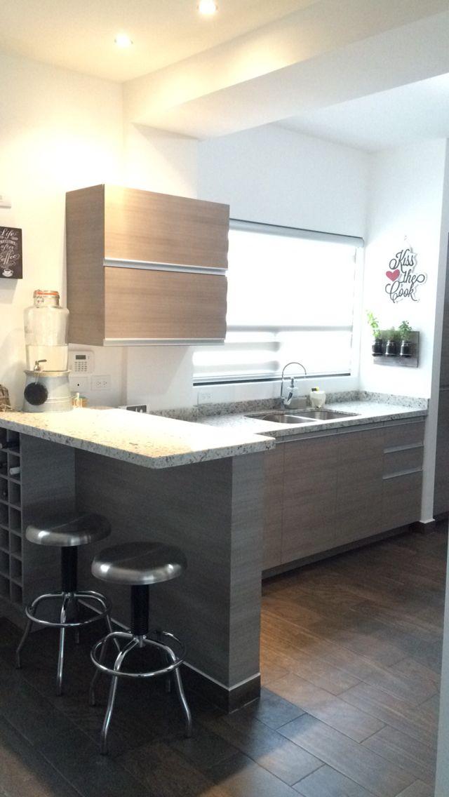 Cocina gris con granito departamento pinterest for Cocinas modernas para departamentos