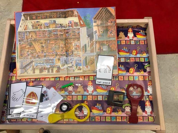 Voor wie het kijkboek 'Sinterklaas' heeft: leuke tip met vergrootglazen en woordkaarten zoeken! De kinderen vinden het erg leuk