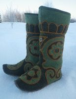 Felt boots - Hand sewed felt boots in mozaic technic, based on eastern Russian ornaments. by Sholosh on deviantart