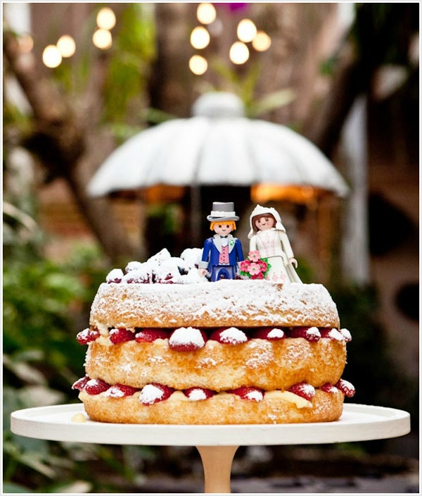 A simple and small naked cake - perfect for small wedding parties or as part of a dessert buffet.