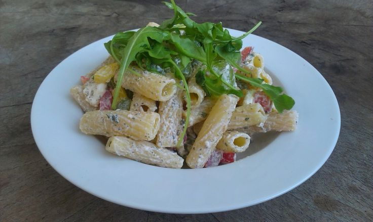 Pasta with feta, rucola and grapes