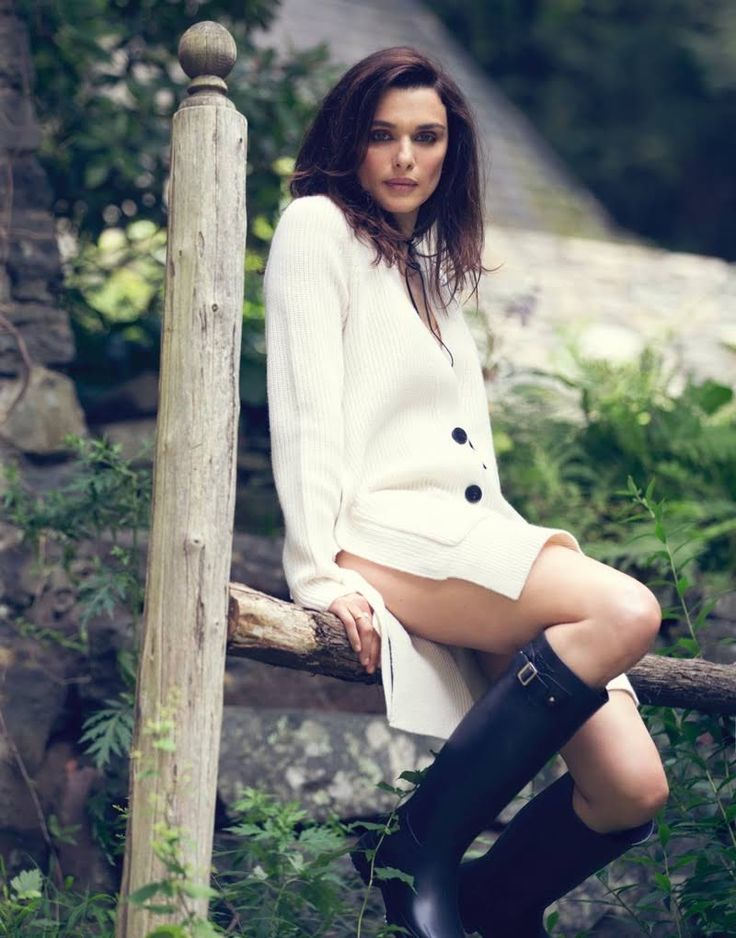 Actress Rachel Weisz heads outdoors for the August 25th, 2016 cover of The Edit from Net-a-Porter. Photographed by David Bellemere, the British beauty wears a The Row sweater with Dolce & Gabbana briefs. Inside the online magazine, Rachel is ready for fall in cozy knitwear and rubber rain boots. Stylist Tracy Taylor selects designs from …