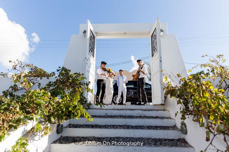 #pyrgosrestaurant #pyrgos #village #caldera #view #volcano #seaview #cruiseships #wedding #weddingcouple #happymoments #weddingreception #instadaily #photooftheday #bride #groom #nofilter