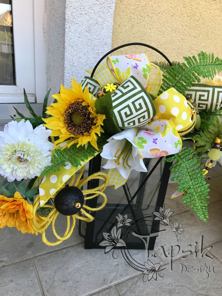 And here is a smaller Summer Sunflower Lantern Swag. Great decoration for summer. On your balcony, porch, garden. Made out of different kinds of flowers and greenery, handmade twine flowers and balls, handmade bead garland and of course a bow made out of 4 different kinds of ribbon. The lantern is about 35 cm tall (14 inch). And inside a LED candle with timer, i have decorated the candle so called summerly as well.