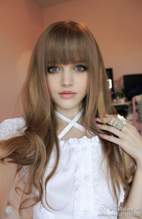 Picturesz: The Living Barbie Doll Dakota Rose