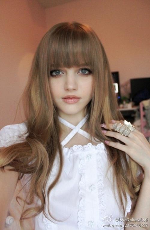 Picturesz: The Living Barbie Doll Dakota Rose