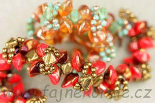 Náramek z Ufo beads, Silky beads a mačkaných kuliček. Fotonávod zdarma. Kateřina Kožušníková pro Fajne korále.