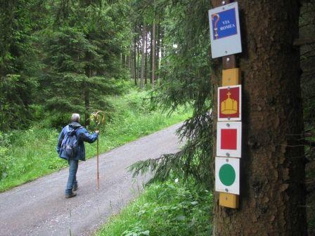 """Unterwegs auf dem Pilgerweg """"Via Romea""""."""