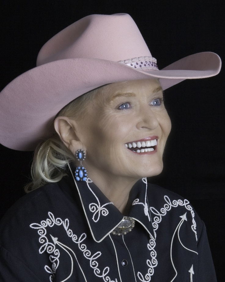 "Lynn Anderson, singer of 'Rose Garden,' dies in Nashville   NASHVILLE, Tenn. (AP) — Lynn Anderson, whose strong, husky voice carried her to the top of the charts with ""(I Never Promised You a) Rose Garden,"" has died. She was 67. n (1947-2015)"