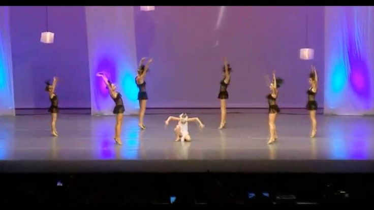 This is by far the best group routine I have ever seen!! Witches of East Canton - Dance Moms, Season 4