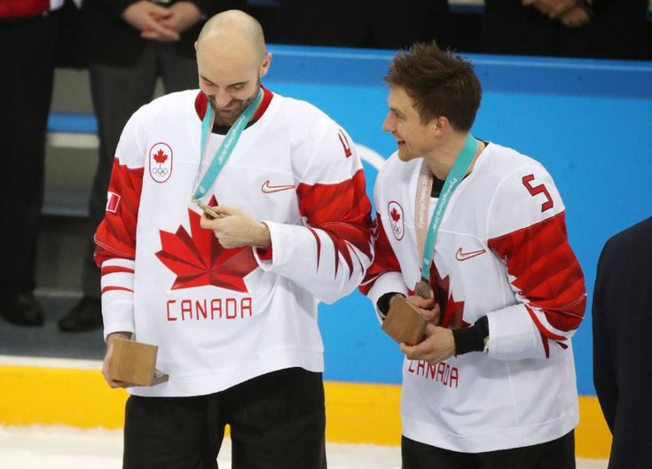 Canadian men's hockey team takes bronze after defeating Czech Republic It may not be gold but the team will still walk away from Pyeongchang with a medal after winning 6-4. Team Canada's Chris Lee, left, and Chay Genoway after receiving their bronze medals.