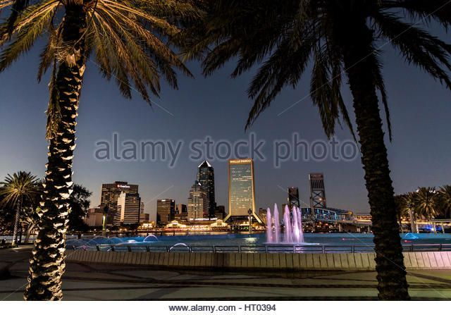 City skyline and Friendship Fountain from the Southbank Riverwalk along the St. John's River at sunset in Jacksonville, Florida. - Stock Image