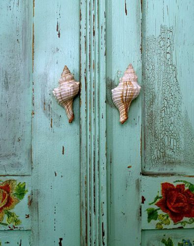 sea shells for door knobs. - use idea for jewellery hanging inside