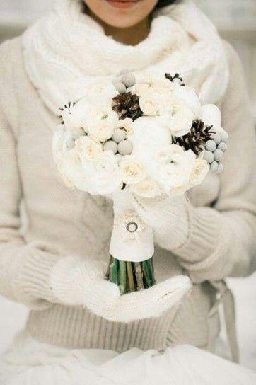 Matrimonio in inverno - Sposa con maglione di lana a coste