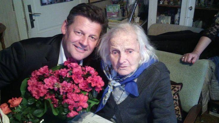 """Unglaublich, 103 Jahre alt und sagt 17 Strophen eines Gedichtes fehlerfrei auf. Liebe Frau Felizitas Wester. """"Alles Gute"""" zum 103. Geburtstag,"""