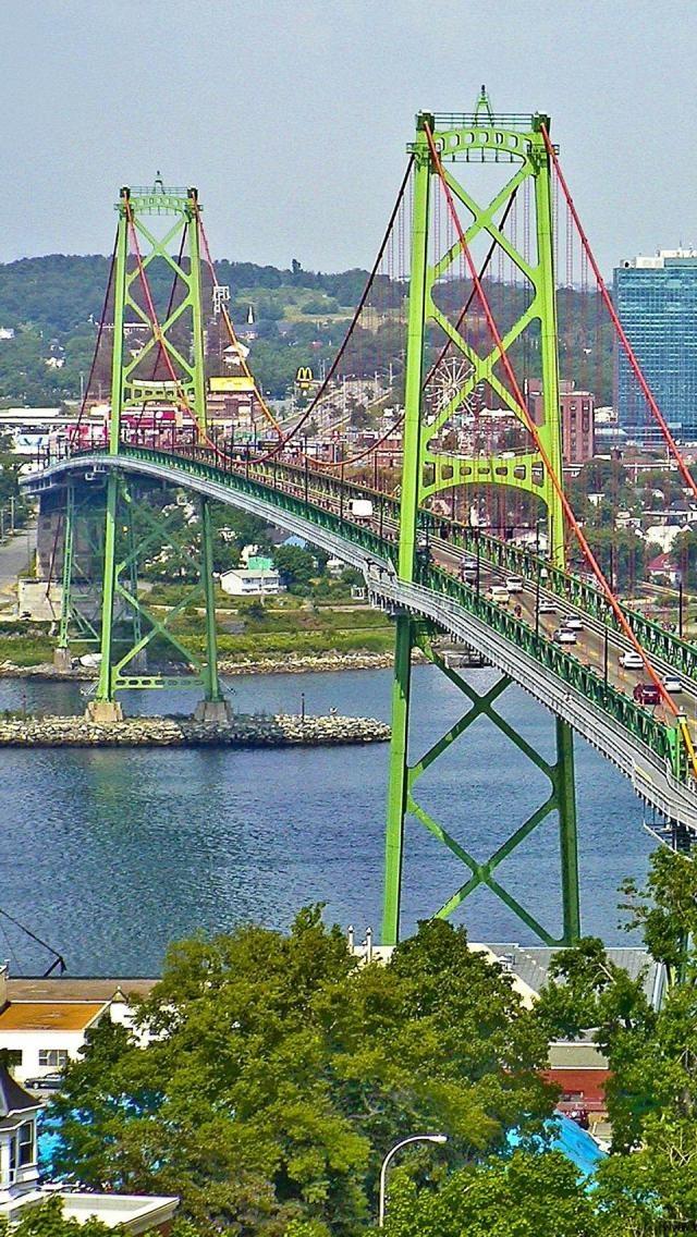 """Angus L. Macdonald Bridge - uma ponte pênsil em todo Halifax Porto entre Halifax e Dartsmouth, Nova Scotia, no Canadá; é 4.277 pés de comprimento, com uma altura total de 338 pés, é de 154 metros acima da água no centro; inaugurado em 1955, é conhecida localmente como """"a ponte velha"""""""