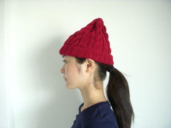 ワインレッドが素敵なアラン模様のニット帽です。色は赤ですが、深い赤です。スカートにも、パンツのも合いますね。黒いパンツを履いてかぶれば、おしゃれです。ジーンズ...|ハンドメイド、手作り、手仕事品の通販・販売・購入ならCreema。
