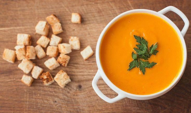 Νόστιμη βελουτέ σούπα με ένα συνδυασμό υλικών που την καθιστά πραγματική ιδιαίτερη. Ένα πολύ ανακουφιστικό πιάτο για τα κρύα βράδια.